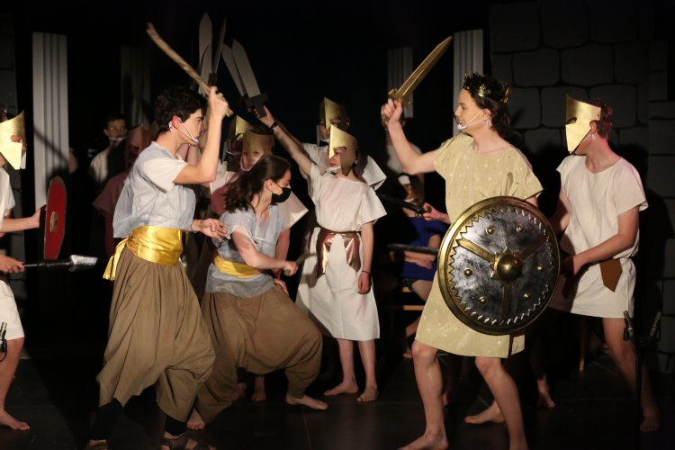 Pièce de Grec - Enquête à Thèbes